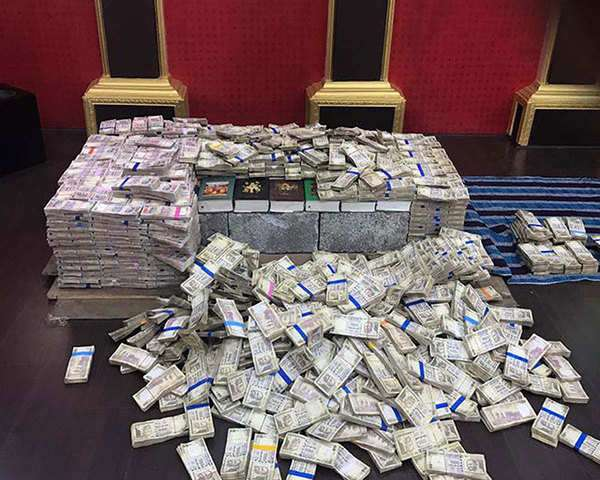 mumbai-demonetised-currency-worth-rs-4-93-crore-seized-from-a-5-star-hotel-3-arrested