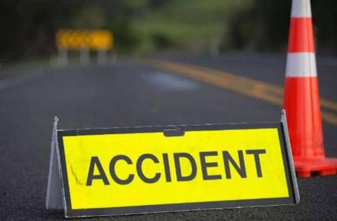 बस्ती:सिपाही की बाइक और कार में टक्कर, हेलमेट नहीं लगाने से गंभीर रूप से घायल