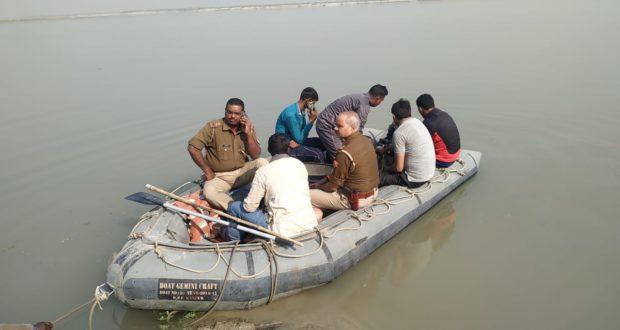 बस्ती:सरयू नदी में नाव पलटने से 8 लोग डूबे; 5 को ग्रामीणों ने बचाया तीन लोग अभी भी हैं लापता
