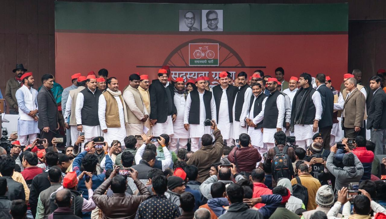 समाजवादी पार्टी में शामिल हुए CM योगी के 'हनुमान', UP से BJP को उखाड़ने की ली सौगंध