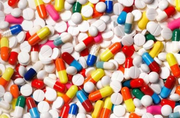 कोरोना की दहशत में दवा बाजार,पूर्वांचल में दवाओं के रेट 30 से 50 फीसदी तक बढ़े