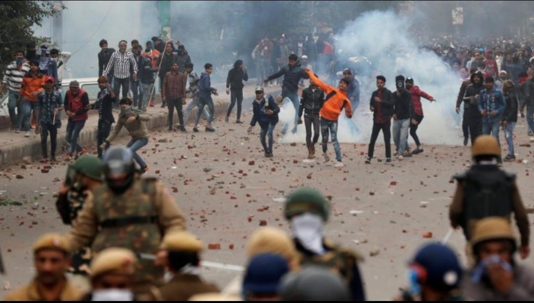 Delhi violence: दिल्ली के दंगों से निपटने में पुलिस क्यों नाकाम रही, जानिए…