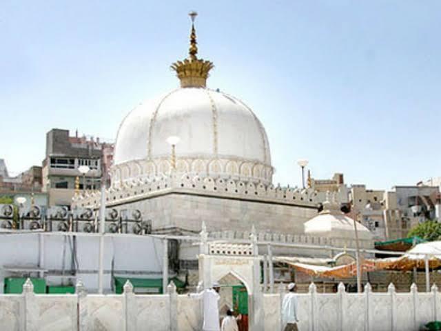 UP:सुन्नी वक्फ बोर्ड का ऐलान, मस्जिदों में नहीं घर में नमाज पढ़ें मुसलमान