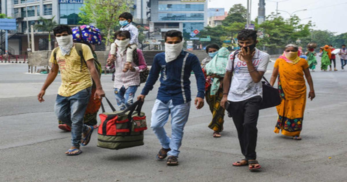 बस्ती: दिल्ली, नोएडा से ट्रकों बसों में भर भर के रहें हैं लोग, हो रही है थर्मल स्क्रीनिंग