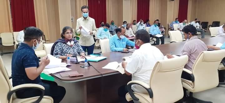बस्ती:  विकास कार्यों की हुई समीक्षा बैठक;नलकूप विभाग के अधिशासी अभियन्ता का वेतन रोकने का हुआ आदेश