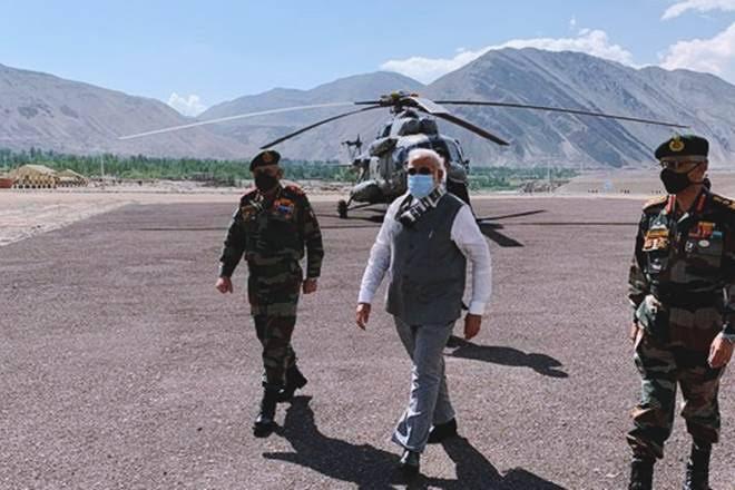 प्रधानमंत्री मोदी अचानक लेह पहुंचे, जवानों से की बातचीत