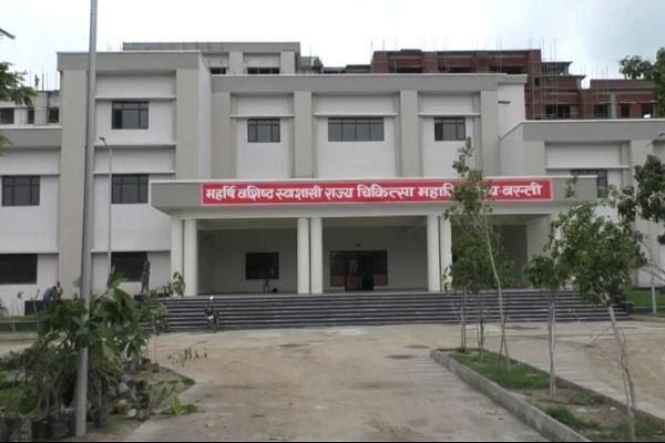 बस्ती मेडिकल कालेज के निर्माण में लापरवाही हुई उजागर, निर्माण एजेंसी के प्रबंधक को नोटिस