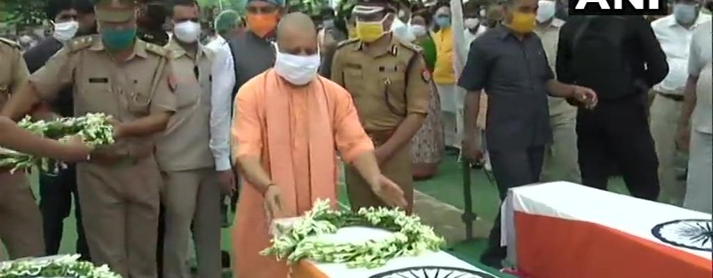 Kanpur Encounter: CM योगी शहीदों को दी ...