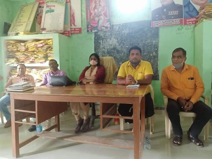 बस्ती:ब्लॉक संसाधन केंद्र बहादुरपुर पर एसआरजीपी व शिक्षण संकुल की बैठक संपन्न