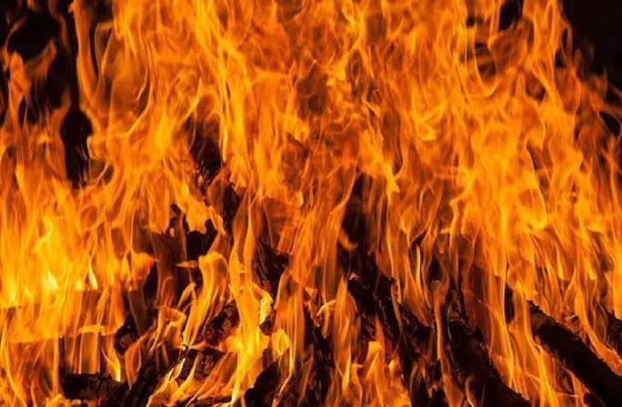 बस्ती:छप्पर में लगी आग से सो रहे बुजुर्ग की मौत