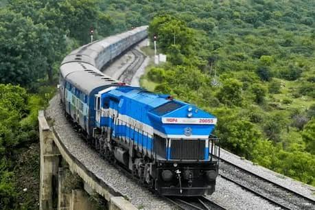 भारतीय रेल में पैंट्री कार को डी-लिंक करने के प्रस्ताव से 10,000 से अधिक रोज़गार प्रभावित होने की संभावना