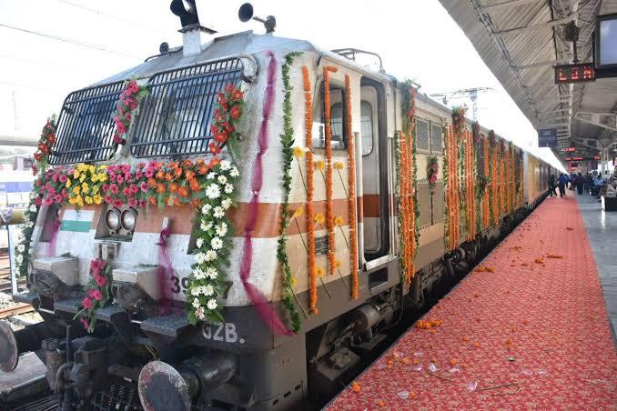 Festival Special Trains : आज से शुरू हुईं 392 स्पेशल ट्रेन, यहां देखें पूरी लिस्ट